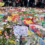 Personas de todo el mundo dejan sus mensajes de apoyo en Bruselas