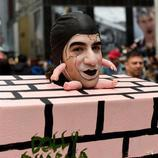 Un mimo se pasea en la Easter Parade de Nueva York