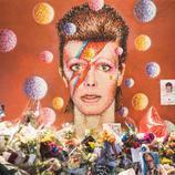 Homenajea a David Bowie como es debido