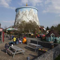 Visita el parque de atracciones construido en una central nuclear