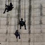 Sillas voladores en la torre de refrigeración