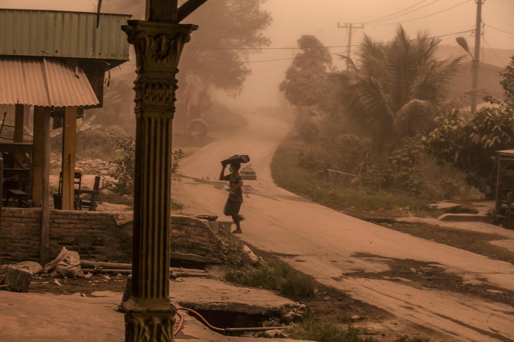 El pueblo Terung Peren es desalojado por la erupción