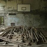 La pista de baloncesto de Lazurna, destrozada por el paso de los años en Prypiat