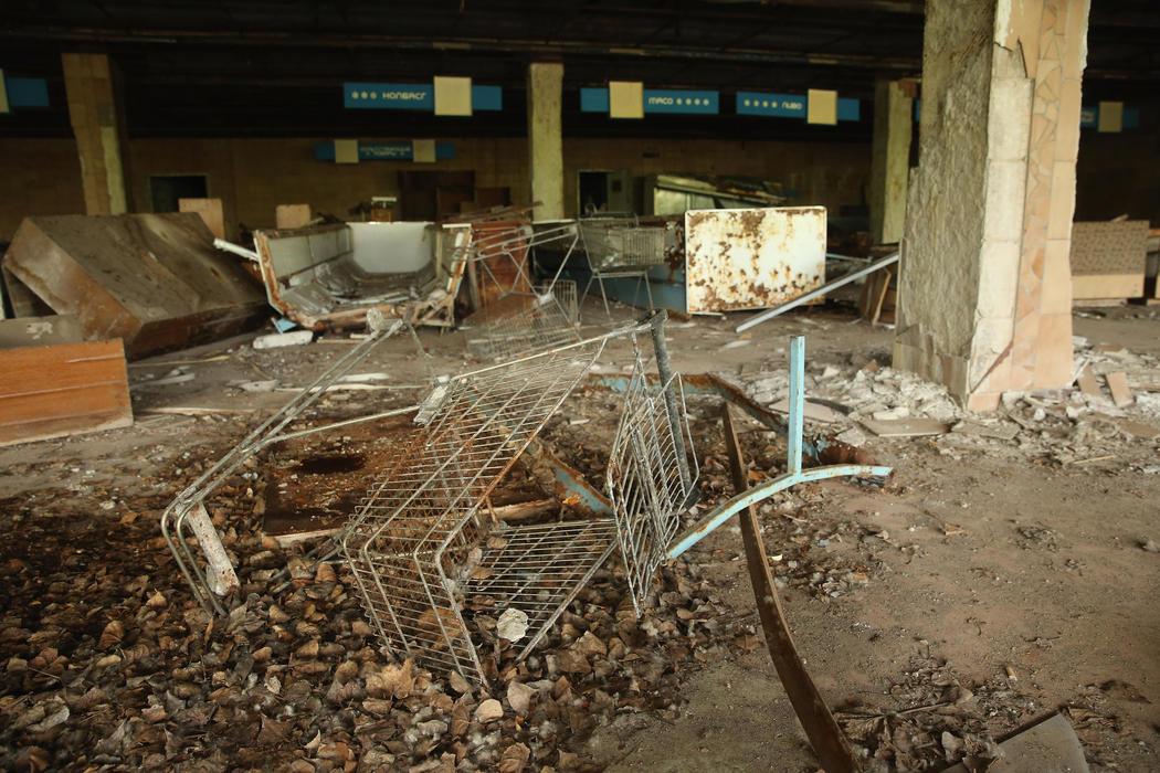 Carros de supermercado abandonados en el suelo