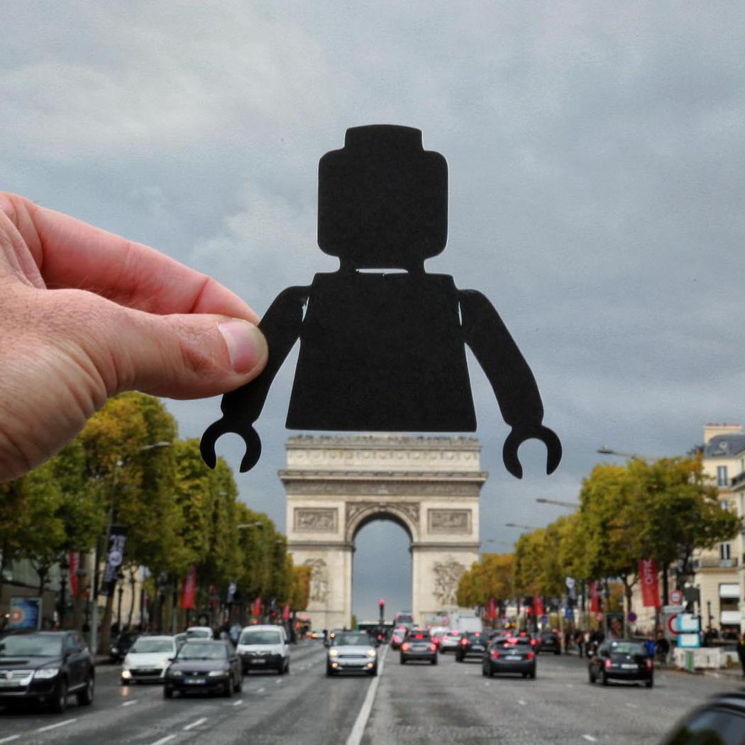 Un playmobil gigante en París