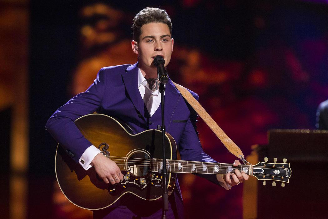 Douwe Bob, de Países Bajos, en la Final de Eurovisión 2016