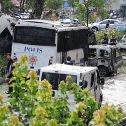Horror en Estambul tras el atentado contra un autobús de policía