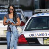 Amigos y familiares de las víctimas del tiroteo de Orlando se acercan al hospital