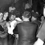 La policía hace una redada en el emblemático Stonewall Inn