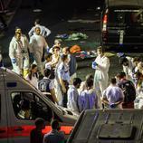 Equipos médicos y forenses se coordinan en el exterior de Atatürk