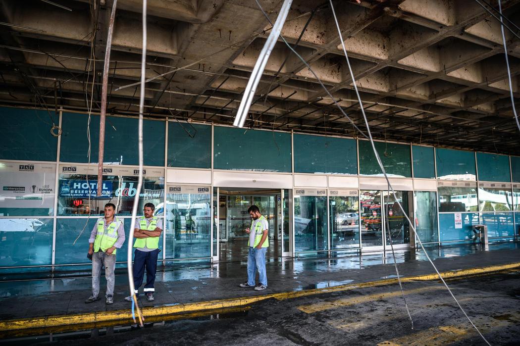 Así ha quedado el acceso al aeropuerto tras el atentado