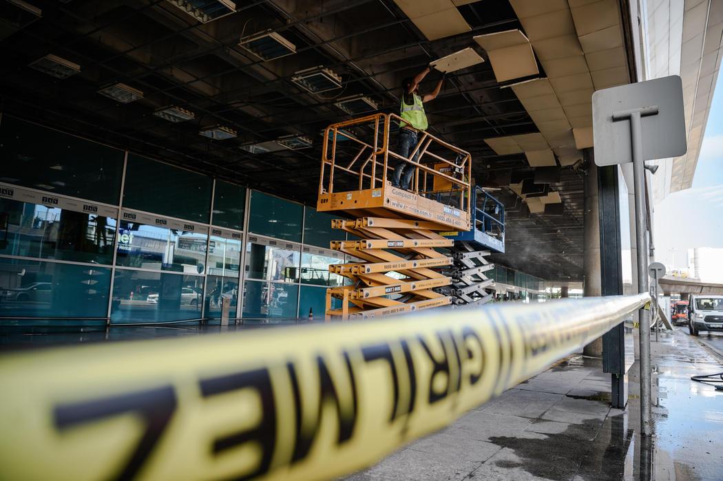Comienzan los trabajos de limpieza tras el atentado