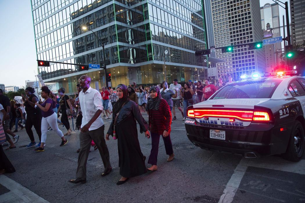 La policía controla la manifestación de Dallas