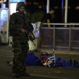 Más de 80 personas mueren en un atentado de Niza
