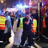Camiones de los equipos de emergencia acuden al foco del atentado de Niza