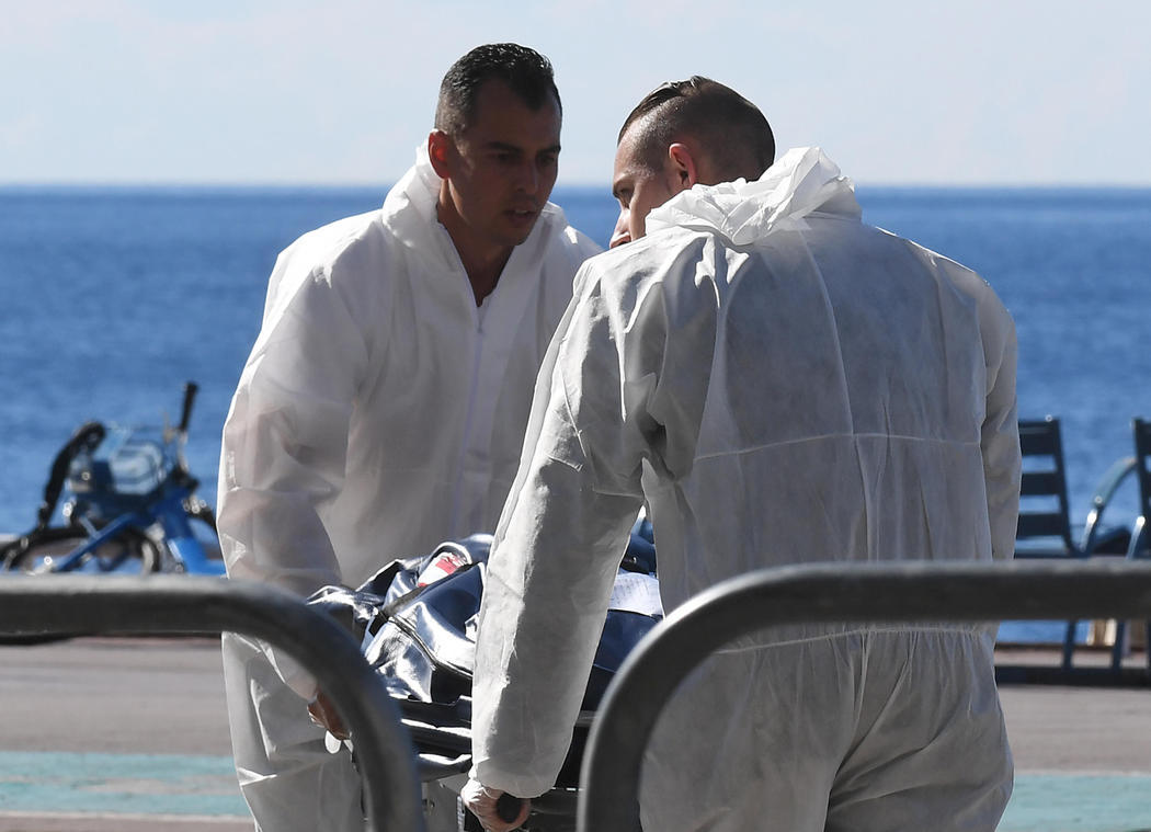 Los forenses retiran los últimos cuerpos del atentado de Niza