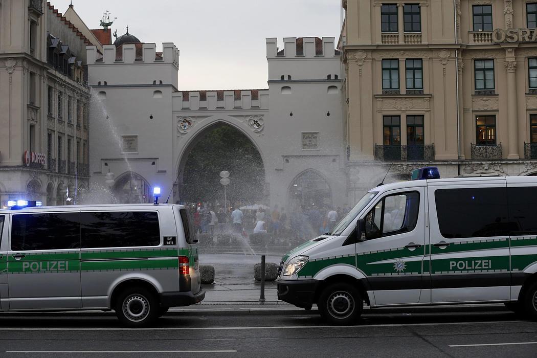 La policía toma Karlsplatz para prevenir posibles ataques