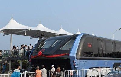Primeras pruebas del TEB-1, el bus que 'se come' los atascos