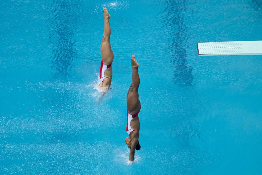 Salto de trampol n al mil metro im genes de los jjoo de for Trampolin para piscina