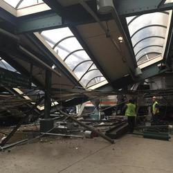Accidente de un tren al estrellarse en la estación de Nueva Jersey