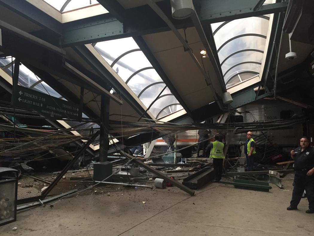 Un tren se estrella en la estación de Nueva Jersey