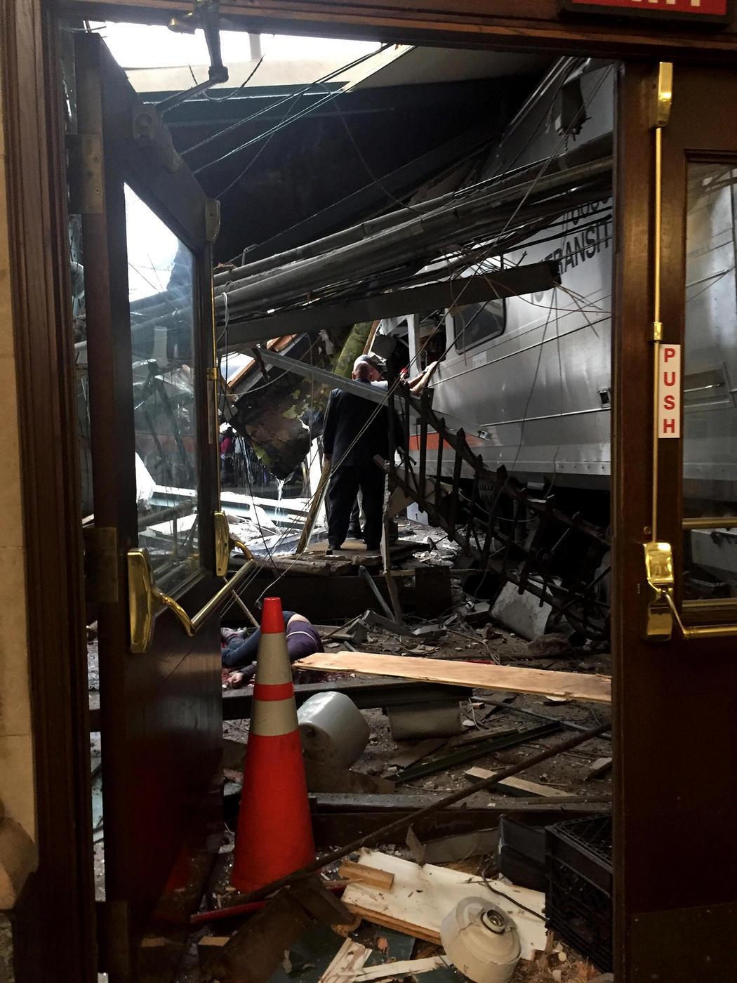 La estación de Hoboken, destrozada tras el accidente de un tren