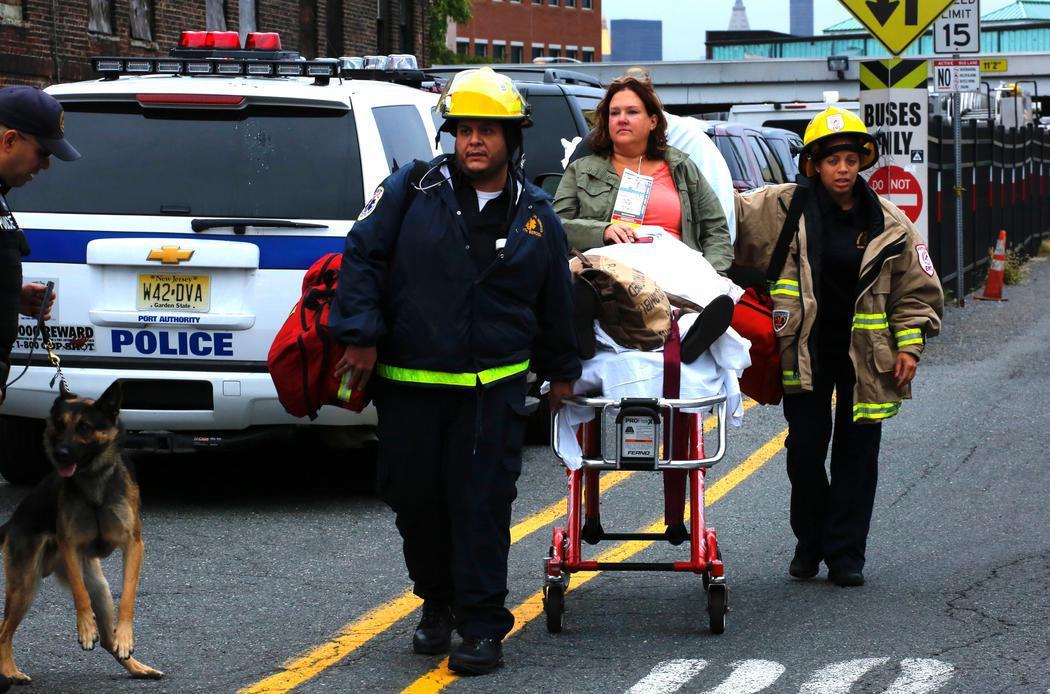 Al menos tres muertos en el accidente de un tren en Nueva Jersey