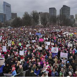 La Women's March igual de multitudinaria en Boston