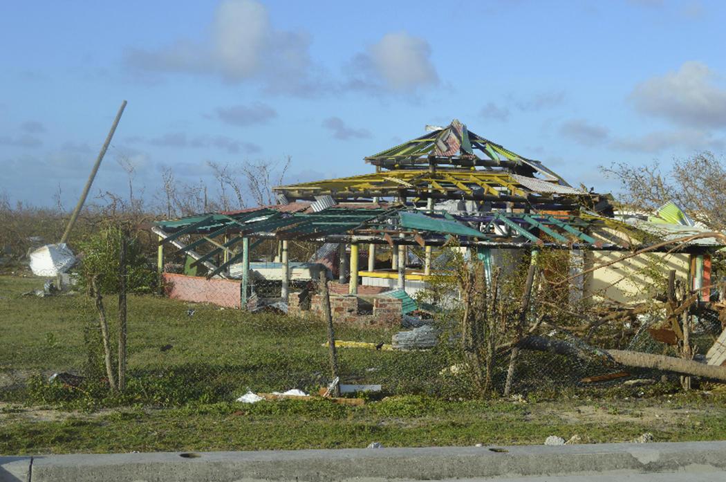 El huracán Irma deja la isla de Barbuda destrozada