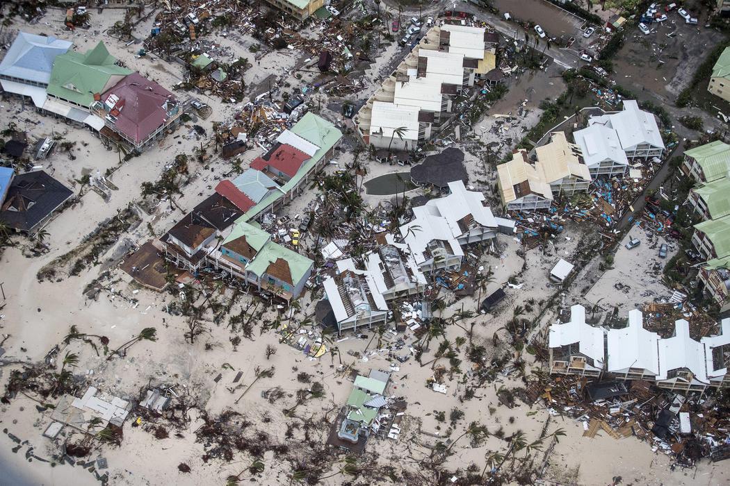 Vista aérea de la isla de San Martín tras el paso del huracán Irma