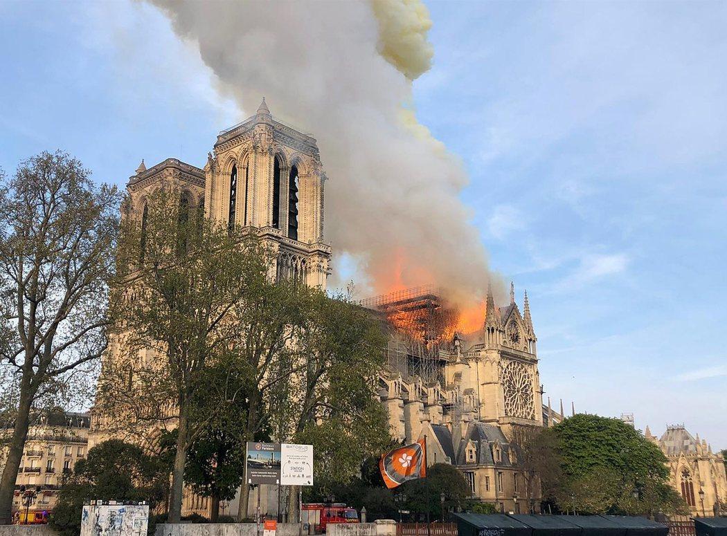 El incendio de Notre Dame se originó en los tejados de la catedral