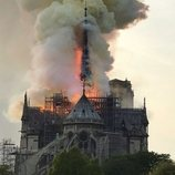 El incendio de Notre Dame formó una intensa columna de humo