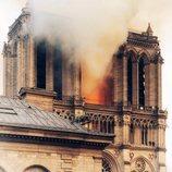 La torre norte de Notre Dame, dañada por el incendio