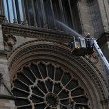 Los bomberos dan por sofocado el incendio de Notre Dame
