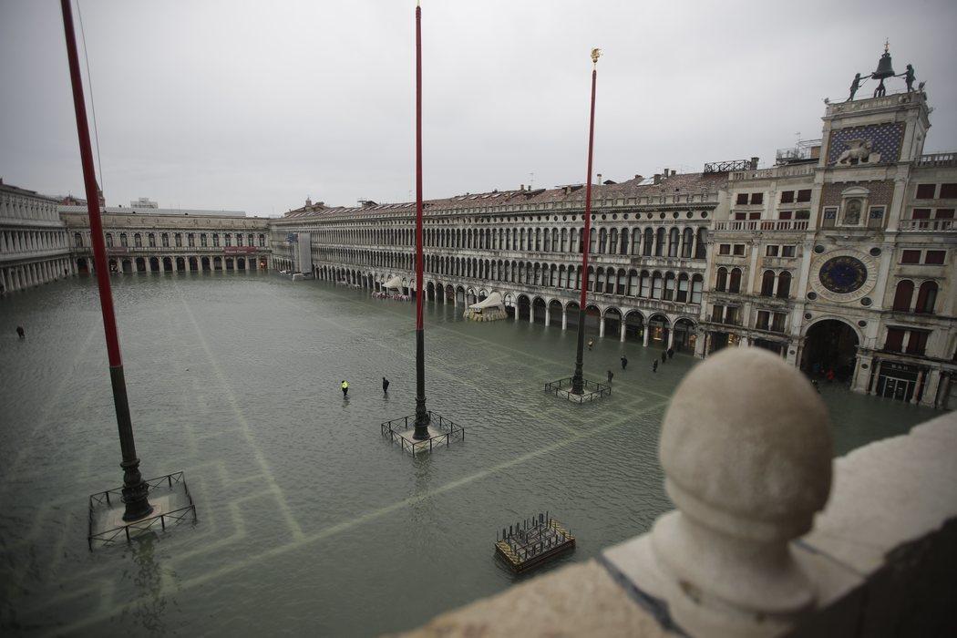 La plaza de San Marcos, en Venecia, inundada