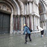 Las inundaciones en Venecia hacen imposible el transitar por la ciudad