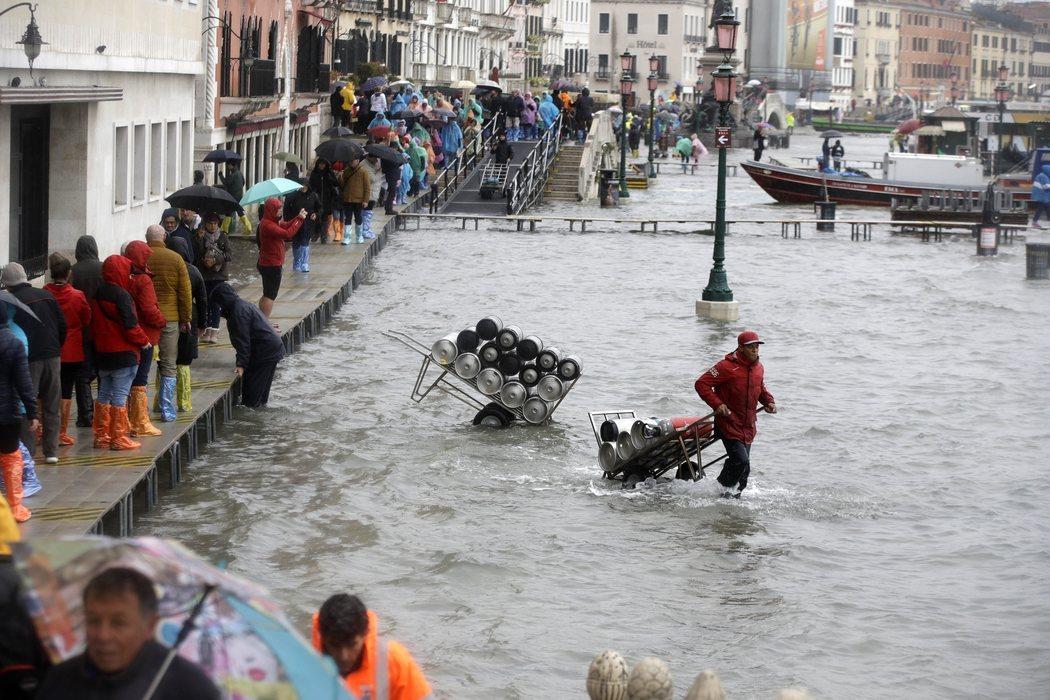 Venecia atraviesa la peor inundaciones desde 1966