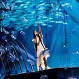 Melani, rodeada de redes de pesca durante el primer ensayo de Eurovisión Junior 2019