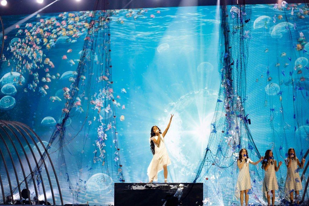Melani y sus coristas con vestidos reciclados en el segundo ensayo de Eurovisión Junior 2019