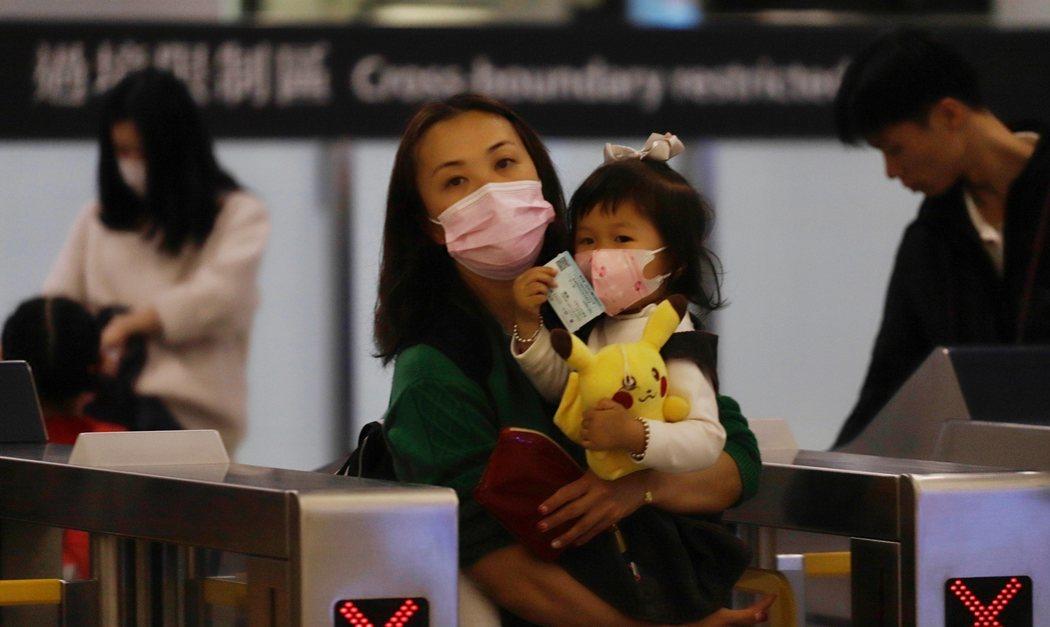 El veto a Wuhan por el coronavirus 2019-nCoV afecta a vuelos, trenes y autobuses