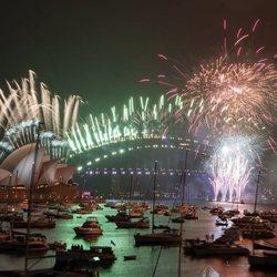 Nochevieja 2020: El mundo recibe 2021 sin aglomeraciones y con distancia social