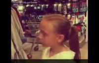 Una niña se enfada por los roles de género que les imponen desde pequeños