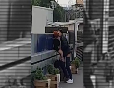 Una pareja mantiene relaciones sexuales en pleno metro de Londres