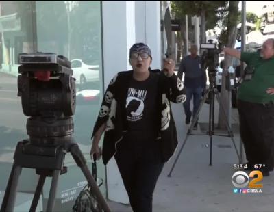 Una mujer armada amenaza a Kim Kardashian