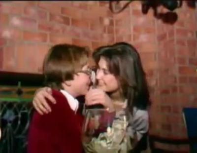 Critican a Demi Moore por un vídeo en el que besa a un chico de 15 años cuando ella tenía 19
