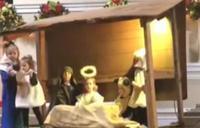 El robo del niño Jesús y la pelea con la Virgen en un Belén viviente infantil