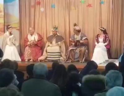 Chiquetete destruye la ilusión de los niños quitándose el disfraz de Rey Mago delante de ellos