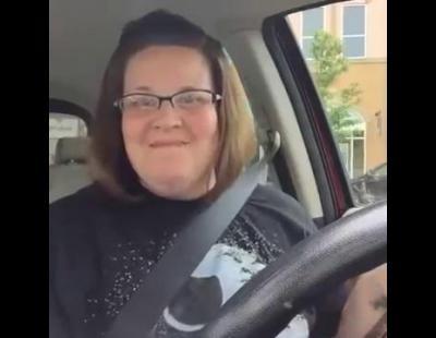 La madre Chewbacca se muere de risa con su autorregalo de cumpleaños