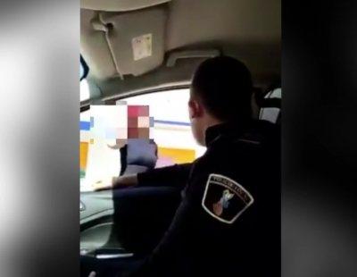 Dos agentes de Policía se graban humillando a una mujer trans: