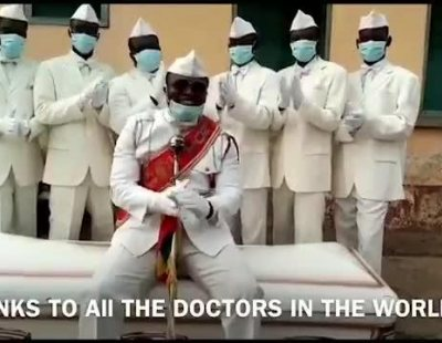 El mensaje que los virales africanos bailando con un ataúd mandan por el coronavirus